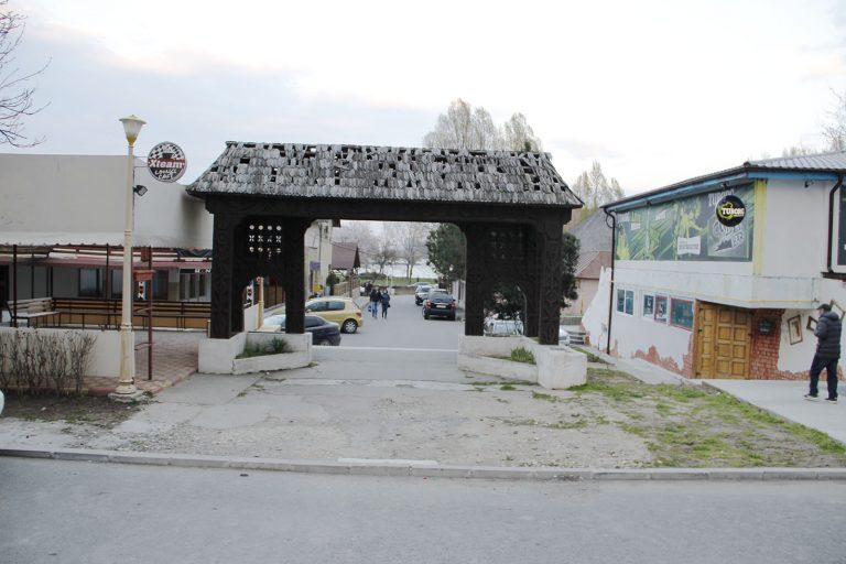 Satul de vacanță din Mamaia – un focar de infecție, chinezării și manelism