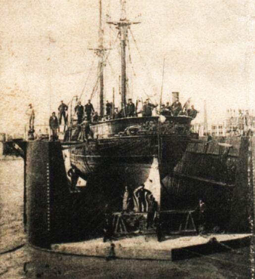 """Bricul """"Mircea"""" pe docul plutitor la Brăila."""