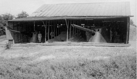 """Cele două tunuri de 120 mm de pe """"Elisabeta"""", care au format bateria de la Turtucaia (1916)."""