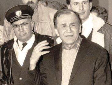 Amiralul Emil (Cico) Dumitrescu și Ion Iliescu în Studioul 4 al Televiziunii Române, doi dintre diversioniștii și manipulatorii ai opiniei publice din decembrie 1989.