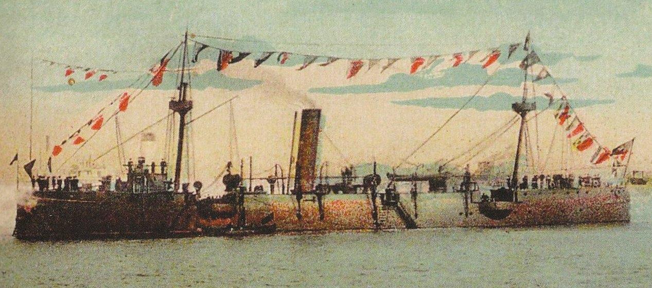 """Crucisatorul """"Elisabeta"""" cu Marele Pavoaz (10 octombrie 1913). La 15 august 1902 a fost sărbătorită, pentru prima dată, Ziua Marinei Române, la bordul fiind oficiat un Te-Deum în prezența ministrului de Război Dimitrie A. Sturdza."""