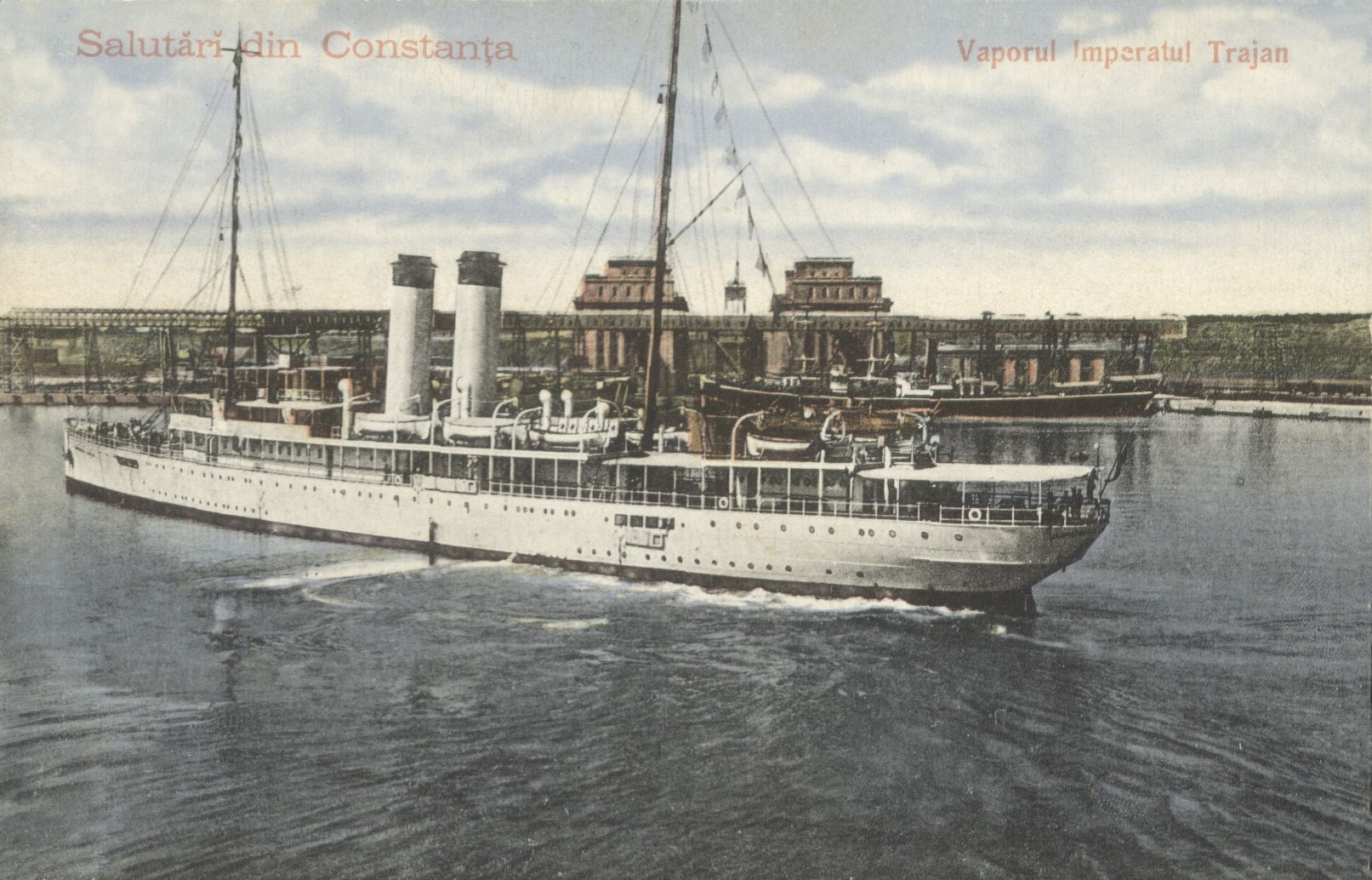 """Nava de pasageri """"Împăratul Traian"""" în bazinul portului Constanța. În plan secund se văd silozurile portului."""