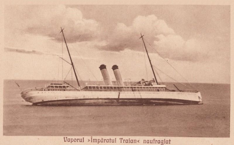 """Nava de pasageri """"Împăratul Traian"""", eșuată pe stânci, în condiții de ceață deasă, în ziua de 6 februarie 1927, la 12 mM de Capul Tuzla, în dreptul satului Tatlageac de pe țărmul românesc al Mării Negre."""