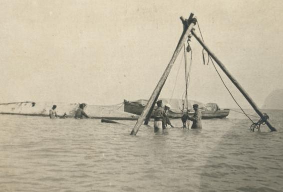 """Incercare de ranfluare a yachtului """"Ostara"""" (arhiva personala a lui Sergiu Scadovschi."""