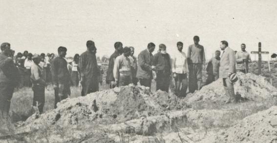 Inmormântarea victimelor misterioasei tragedii (arhiva personală a lui Sergiu Scadovschi).