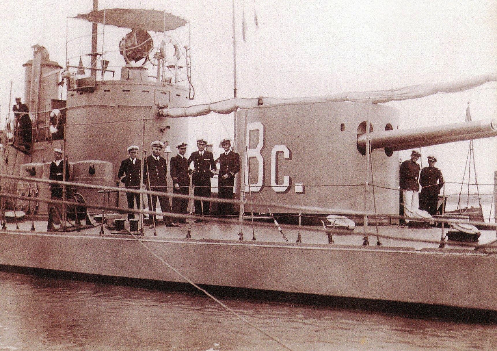 """Monitorul """"Bucovina"""", ex-""""Sava"""", a participat la actțunile navale de urmărire și capturare a banditului Terente."""