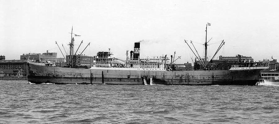 """Nava """"Siretul"""" în portul Constanța."""