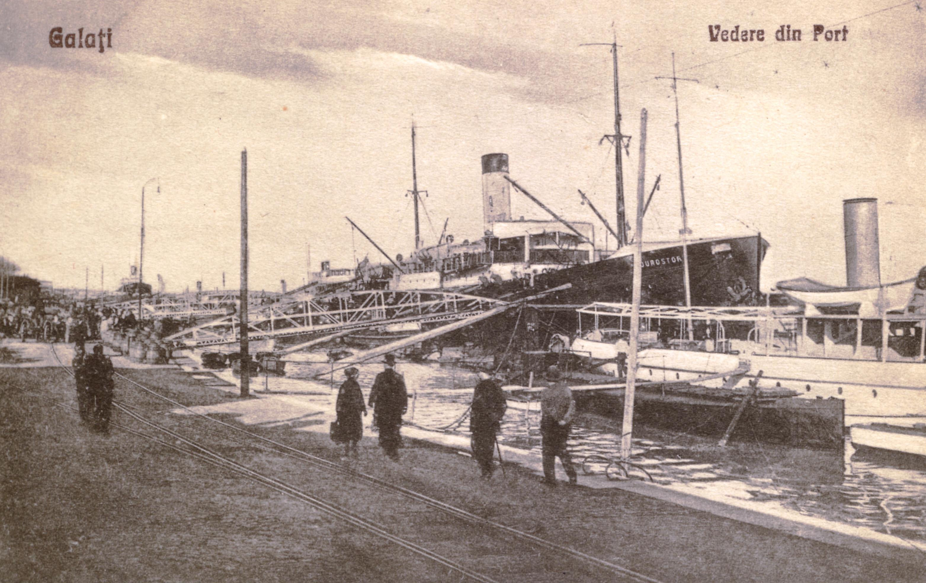 """Nava mixtă """"Durostor"""" în portul Galați."""