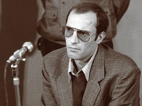 Nicu Ceaușescu a fost adus în Studioul 4 al Televiziunii Române, după ce fusese înjunghiat în burtă.