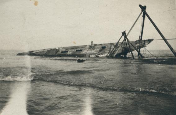"""Tentativă de ranfluare a yachtului """"Ostara"""" (arhiva personală a luiSergiu Scadovschi)."""