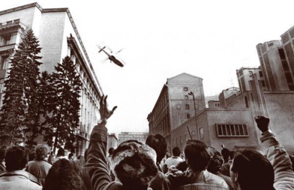 22 decembrie 1989, ora 12:09. familia Ceaușescu fuge cu elicopterul de pe sediul C.C. al P.C.R.
