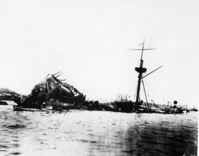 """Epava navei de linie americane """"Maine"""", cavou pentru 266 de marinari morți în terbilia deflagrație."""