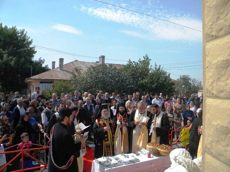 10.09.2009-PSa Visarion, Episcopul Tulcii a săvârşit Sfânta Liturghie arhierească în biserica parohială din Grindu, protopopiatul Niculiţel. Cu ocazia împlinirii a 20 de ani de la catastrofă, Preasfinţia Sa a sfinţit