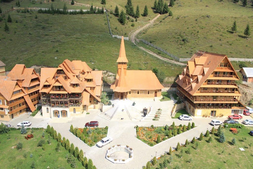 Bza creștină de odihnă și tratament recuperator Sf. Procopie și Elisaveta de la Dorna Arini, aparținând ÎPS Teodosie al Tomisului.