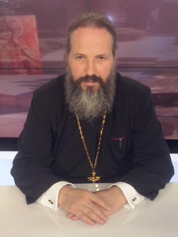 Preotul Cezar Axinte, unul dintre slujbașii lui ÎPS Teodosie.