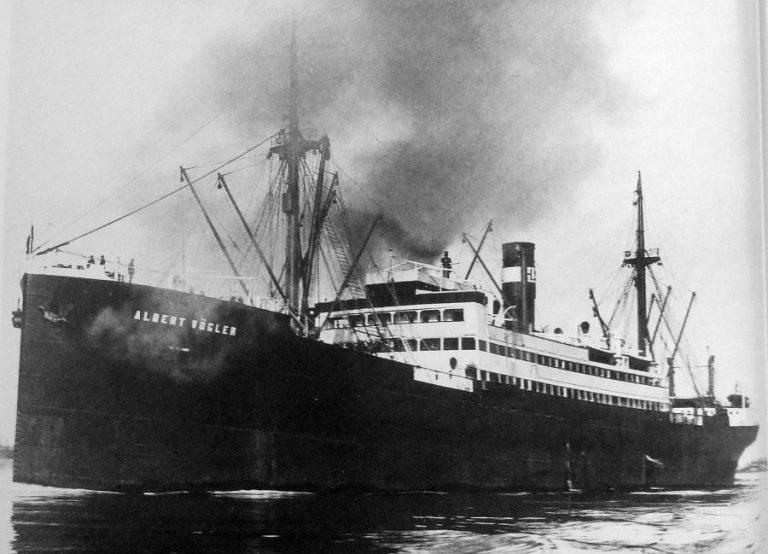 """Nava mixtă """"Suceava"""" a fost lovită de trei torpile sovietice"""