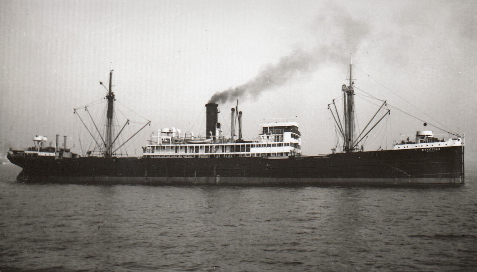 """După semnarea Armistișiului, nava """"Alba Iulia"""" a fost preluată de Armata Roșie și a primit numele """"Nikolaev""""."""