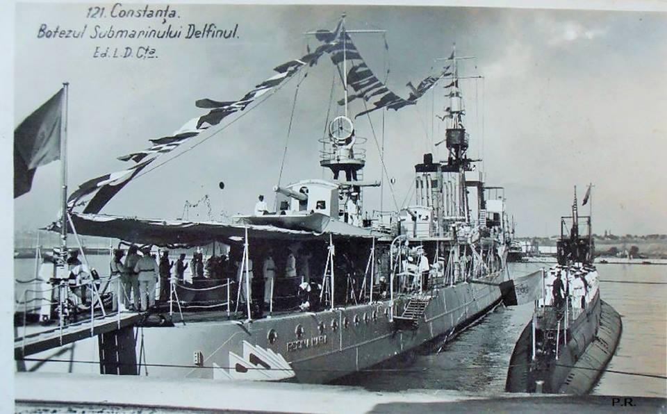 """Distrugătorul """"Regina Maria"""" și """"Delfinul"""", în timpul festivităților prilejuite de botezul primului submarin românesc. Ambele nave au participat la confruntarea din 26 iunie 1941."""