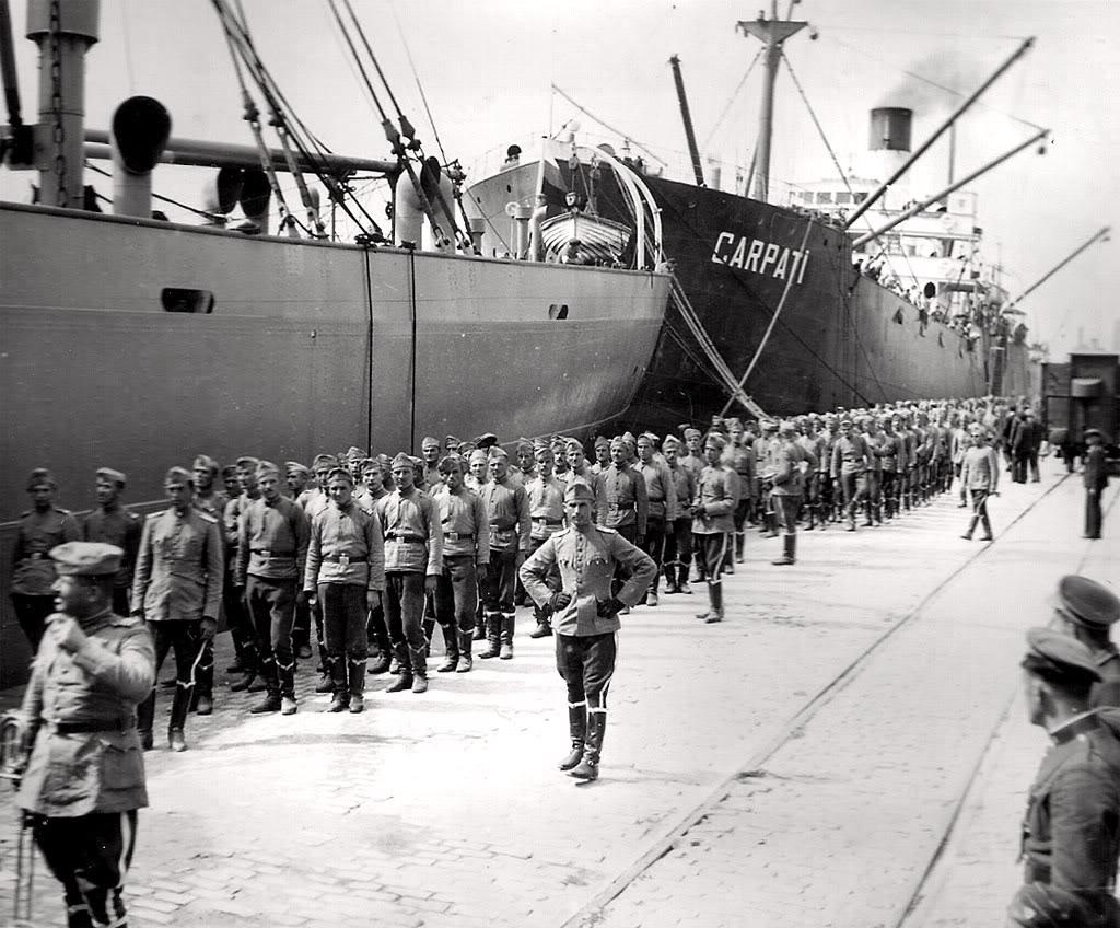 """18 septembrie 1940. Cargoul """"Carpați"""" în portul Varna (Bulgaria). Peste mai puțin de o lună, nava românească va fi torpilată."""