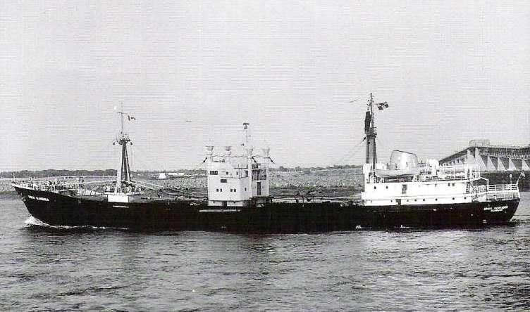 """Cargoul """"Erich Schroder"""" (pavilio: Germania) a abordat nava """"Iași"""", producându-i avarii, apoi a rămas în asistență."""