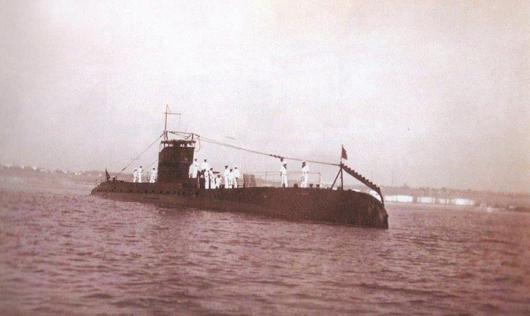 """""""Delfinul"""" – singurul submarin cocoșat din lume"""