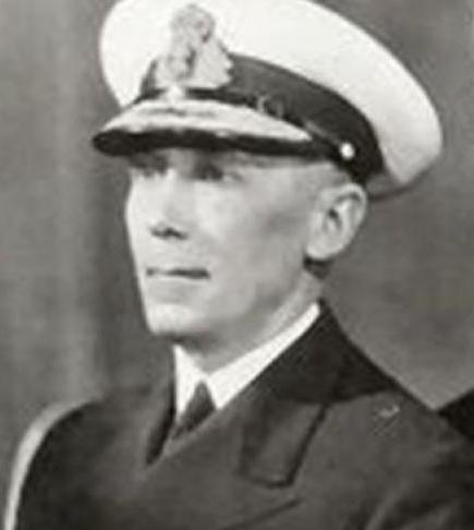 """Gheorghe Koslinsky era specializat în submarine, noua armă supremă a timpului său. După terminarea WW1 a fost trimis în Franţa (1920), unde s-a specializat în arma submarină, al cărei promotor va fi în Marina română. Întors în ţară, îndeplineşte funcţia de adjutant al regelui Ferdinand (1922-1926) şi preşedinte al Comisiei de supraveghere a construcţiei primului submarin românesc, celebrul """"NMS Delfinul"""", şi a navei-bază Constanța (construite la şantierele din Fiume (pe atunci, port italian, astăzi portul croat Rjeka)."""