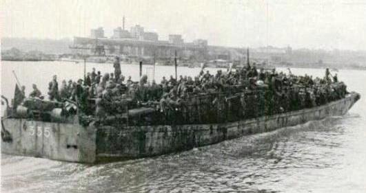 Militari salvați în cadrul Operațiunii 60.000, ajunși în portul Constanța.