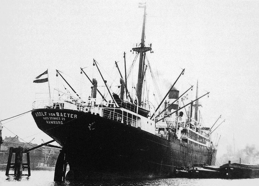 "Nava mixtă ""Adolf von Baeyer"", devenită ulterior ""Peleș"", în portul Hamburg."
