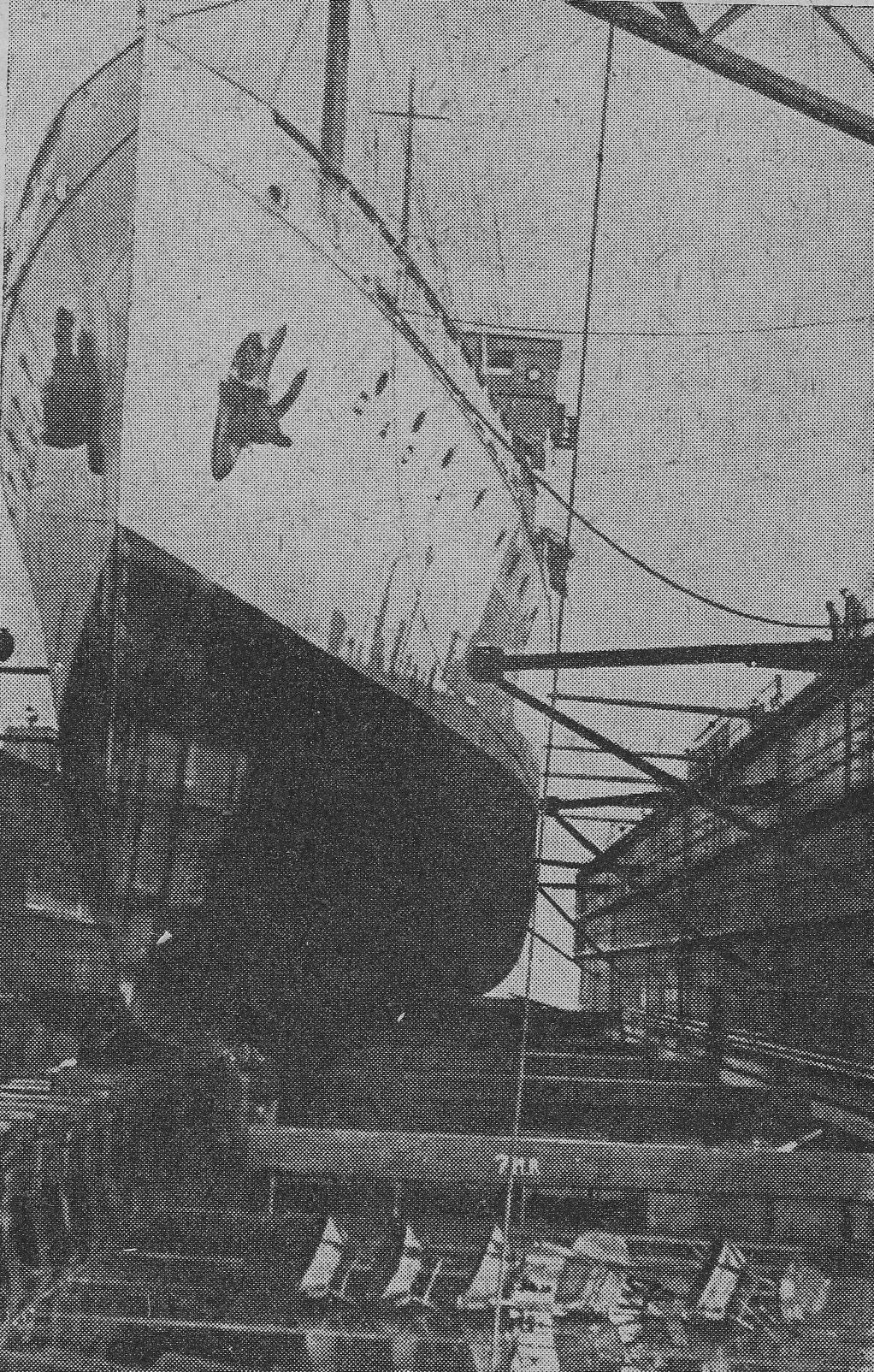 """Nava """"Dacia"""" pe docul plutitor din Șantierul Naval Constanța."""