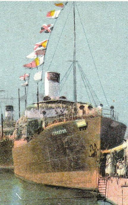"""Nava mixtă """"Durostor"""" a fost lovită în plin de o bombă de aviație (foto din timpul serbărilor nautice prilejuite de Ziua Marinei în portul Consanța)."""