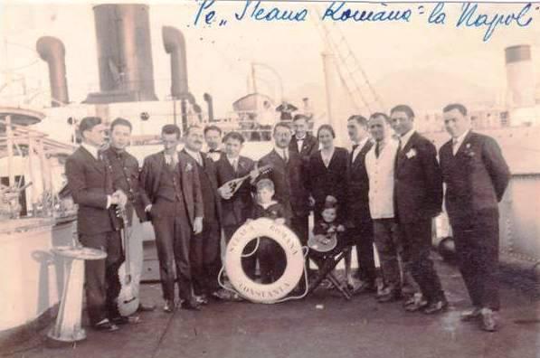 """Nava-petrolier """"Steaua Română"""" în portul Napoli."""