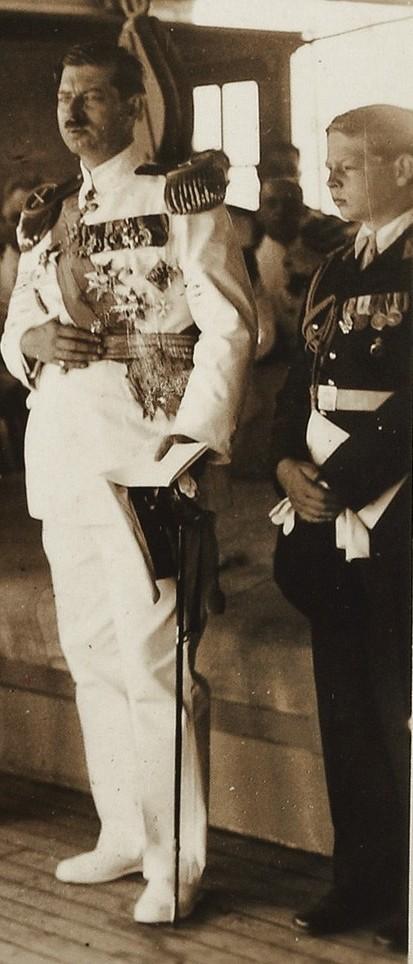 Regele Carol al II-lea și Mihai, Marele Voevod de Alba-Iulia (foto 1934).