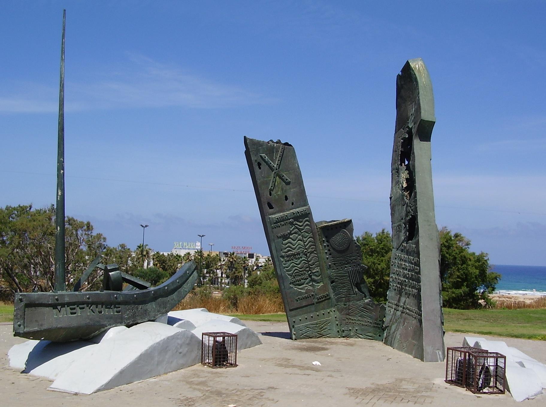 """Monument ridicat în Israel, în memoria victimelor de pe navele """"Struma"""" și """"Mefkure""""."""