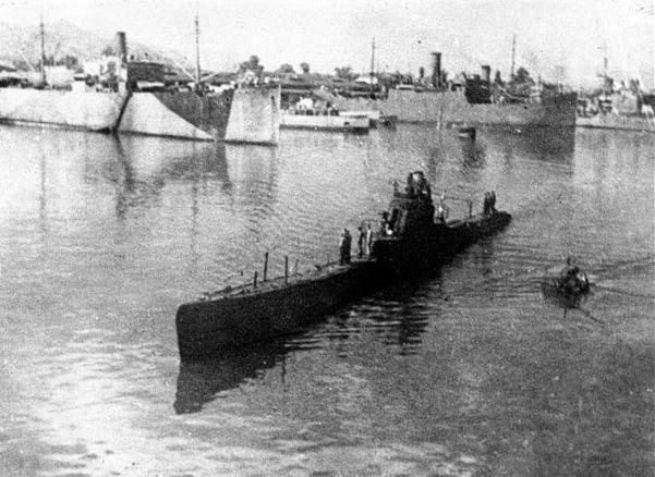 """Submarin sovietic ShCh-213, tip """"Scuka""""."""