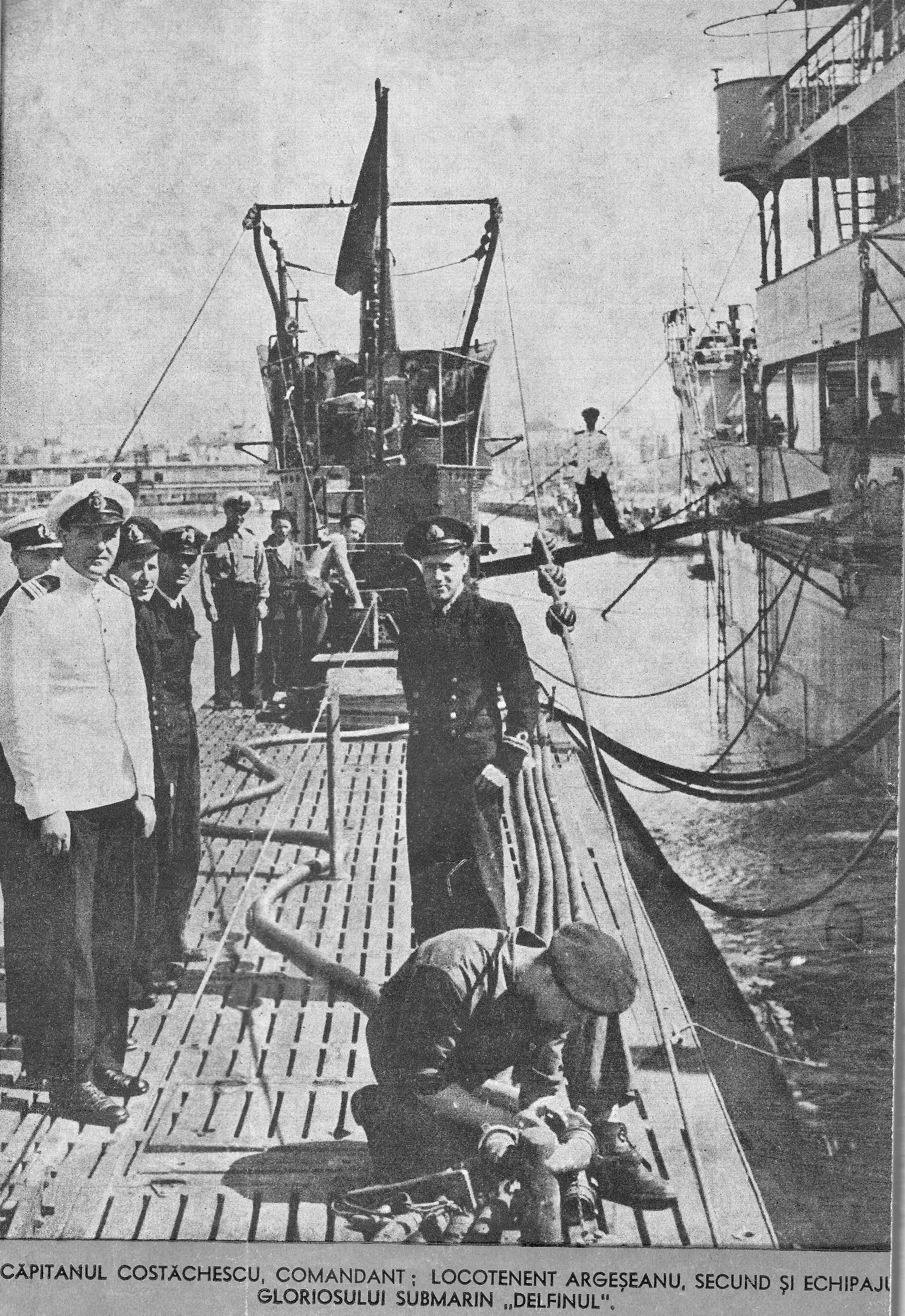 """Pe puntea submarinului """"Delfinul"""" (""""Marea noastră"""" nr. 11-12, Anul X, noiembrie-decembrie 1941). În dreapta se vede profilul navei-bază """"Constanța""""."""