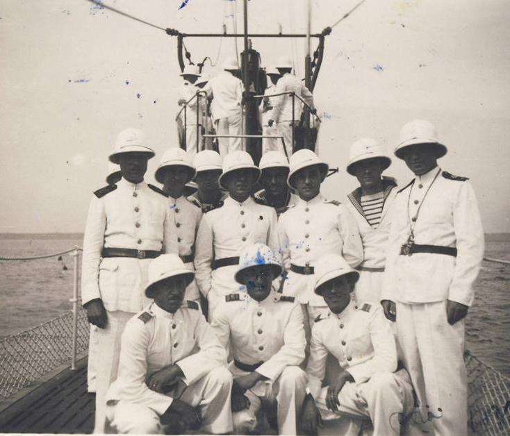 Submarinul DELFINUL in mars intr-o zi de sarbatoare - Constanta, 1937