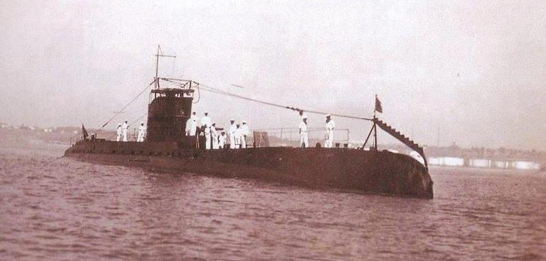 """Submarinul """"Delfinul"""" a observat navele sovietice atacatoare și a dat alarma."""