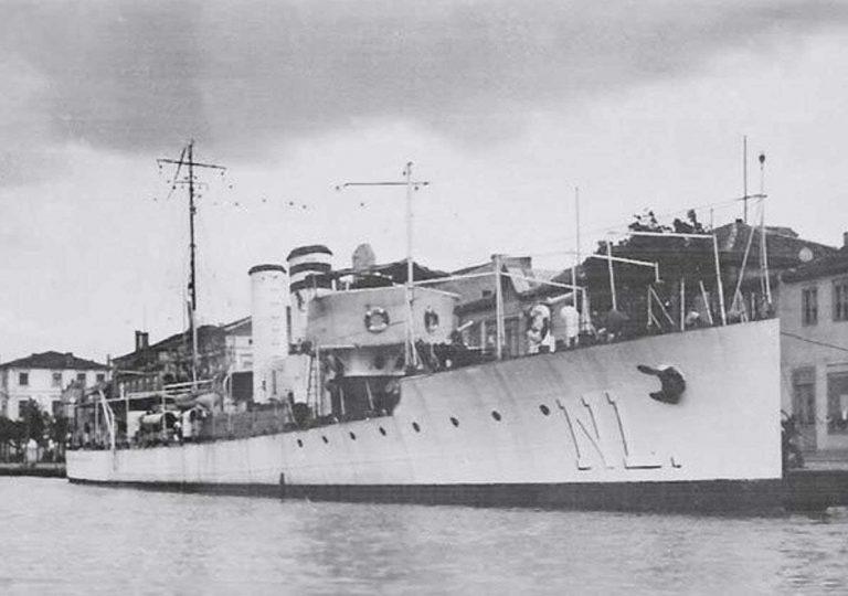 """Torpilorul """"Năluca"""" a scufundat un submarin sovietic"""