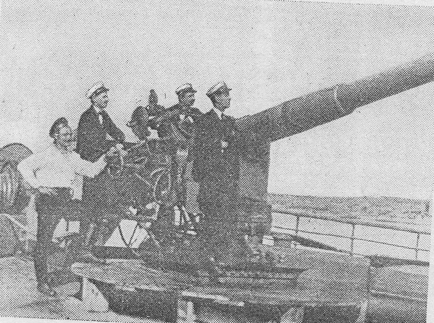 """Tun de la bordul crucișătorului auxiliar """"Regele Carol I""""(revista """"Marina noastră"""" nr. 6, iunie 1933, Anul II)."""