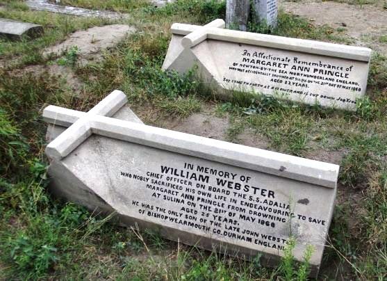 """William Webster și Margaret Ann Princle, Romeo și Julieta autohtoni, zac unul lângă celălalt în """"cimitirul viu"""" din Sulina."""