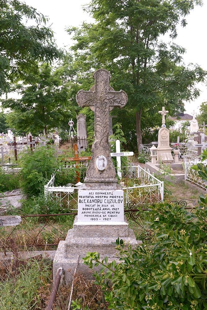 Monumentul de la căpătâiul lui Alexandru Cuzulov.