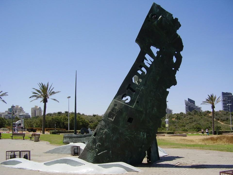 Monument ridicat la Ashdod (Israel), în memoria celor asasinați în masacrul din februarie 1942.
