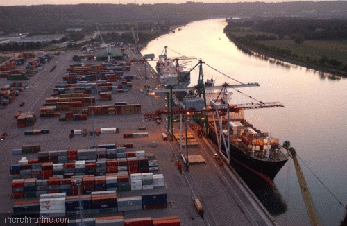 Imagine din portul Rouen (Franța).