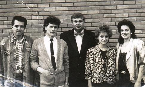 """Trupa de aur a Teatrului """"Alexandru Davilla"""" din Pitești în 1989. De la stânga la dreapta> Daniel Iord[chioaie, Florin Apostol, Dumitru Lupu, Otilia R[dulescu, Ileana Șipoteanu."""