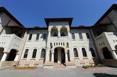 """O parte dintre clădirile vechi de peste un secol ale Colegiului Național Pedagogic """"Constantin Brătescu"""" din Constanța. Dă, Doamne, să nu fie vreun cutremur puternic?"""
