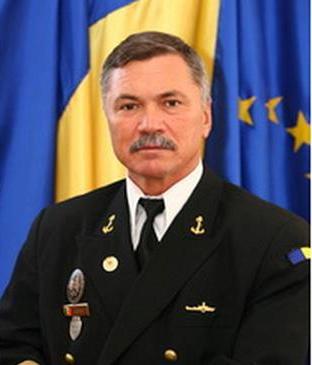 Se spune că, după ce a ordonat trecerea bisericii militare în proprietatea Arhiepiscopiei Tomisului, comandorul Vergil Moraru i-a pupat labele lui Teodosie. Halal ofițer al Armatei române!