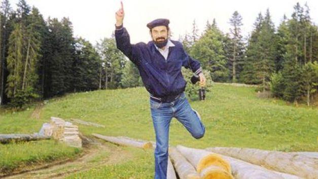 """Tânărul Ilie Ciobotea, viitorul Preafericit Daniel, în 1988, în Elveţia (foto - ganduridinierusalim.com via """"Cotidianul"""")."""