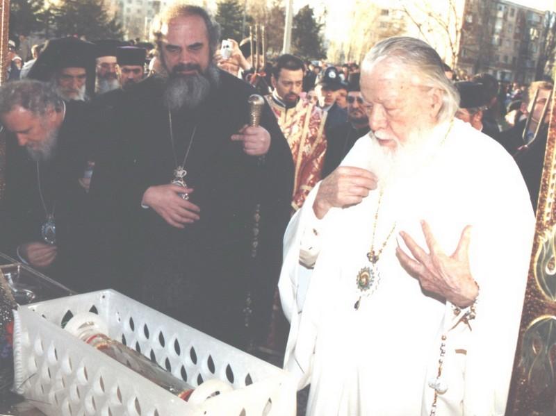 Mitropolit Daniel al Moldovei alături de Patriarhul Teoctist, cu care a avut o relaţie extrem de tensionată (foto din 1992).