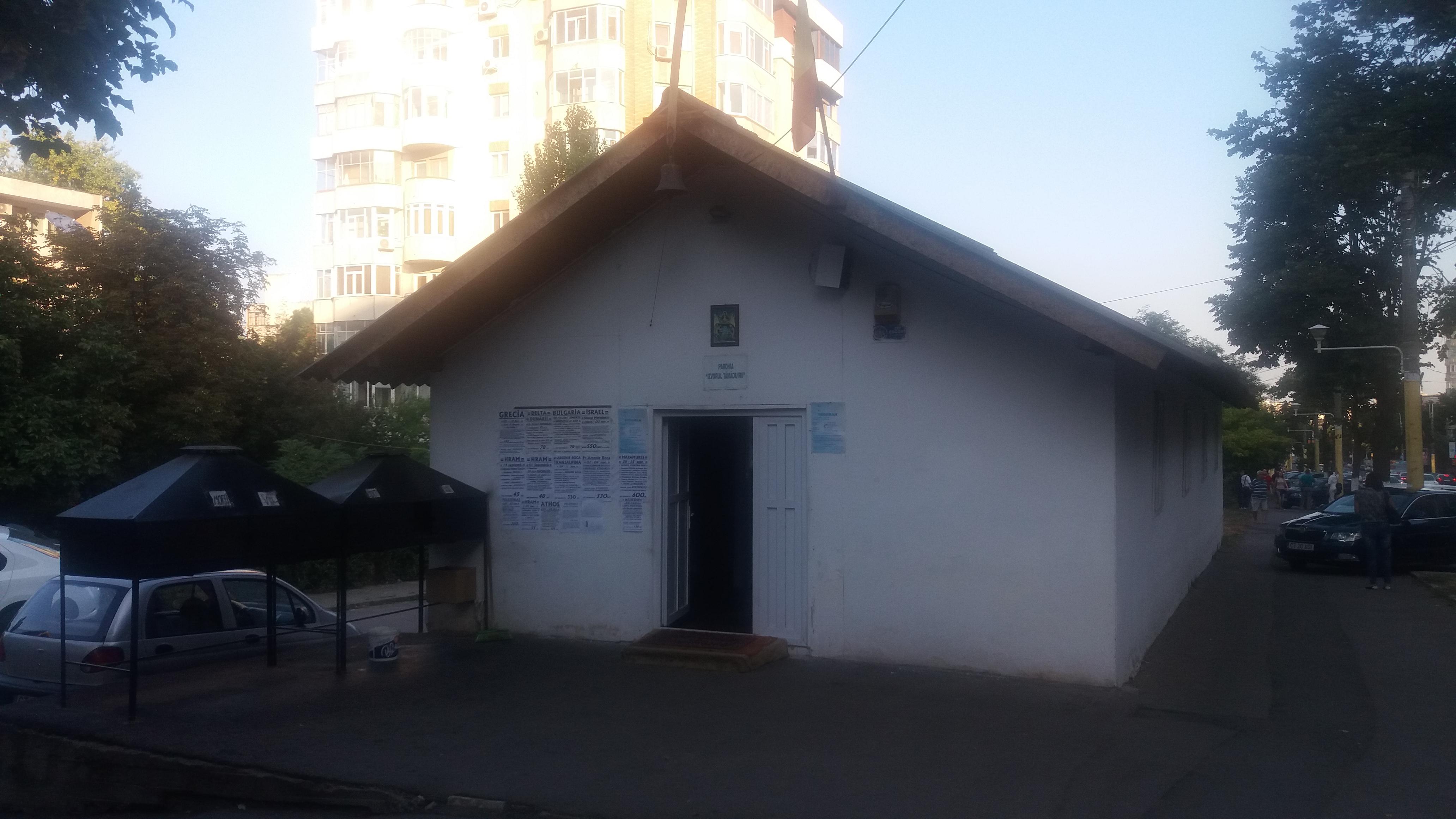 """Biserica """"Izvorul Tămăduirii"""" (zona """"Macul Roșu"""", bd. Tomis)."""