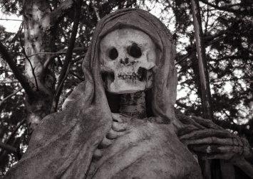 Teodosie a angajat un mort la poarta Arhiepiscopiei!
